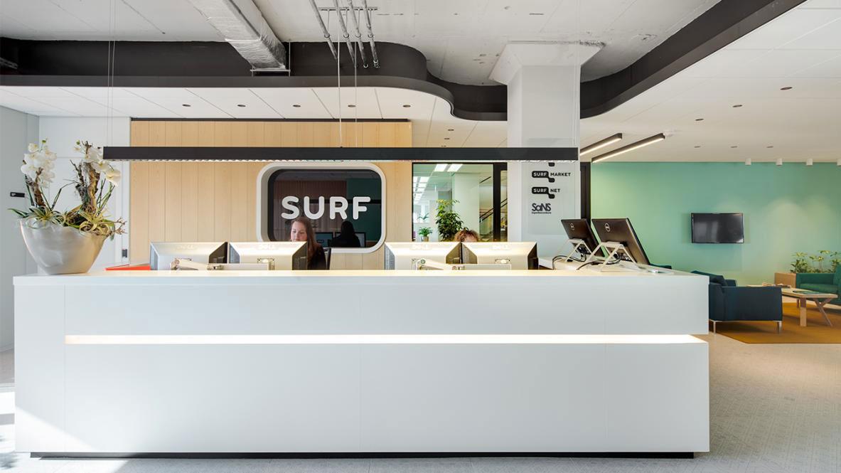 De receptiebalie van het SURF kantoor